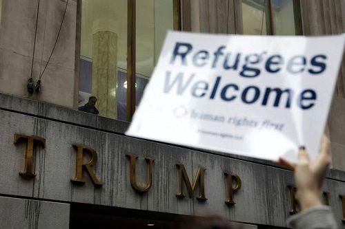 Mỹ: Toà án tối cao tạm thời bảo vệ lệnh cấm tị nạn của ông Trump - Ảnh 1