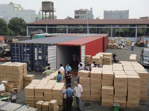Tạm giam thêm cán bộ hải quan vì 213 container 'biến mất' - Ảnh 1