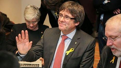 Ông Puigdemont điều hành vùng Catalonia qua Skype? - Ảnh 1