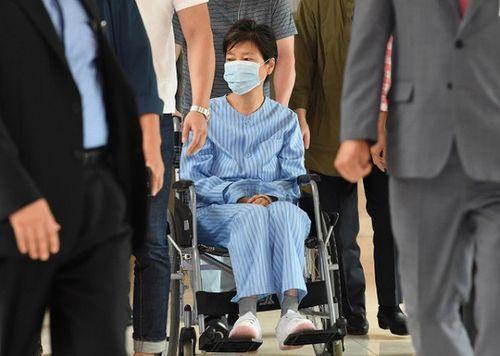 Cựu tổng thống Hàn Quốc bị thoát vị đĩa đệm trong nhà giam - Ảnh 1