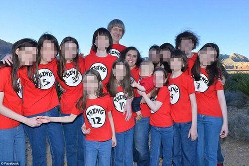 Cặp vợ chồng Mỹ đối mặt 94 năm tù do xiềng xích, bỏ đói 13 con ruột - Ảnh 2