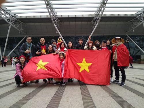Người Việt tại Trung Quốc chia sẻ cảm xúc khi xem U23 Việt Nam từ khán đài - Ảnh 2