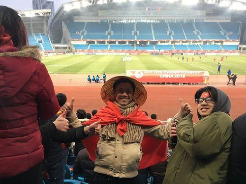 Người Việt tại Trung Quốc chia sẻ cảm xúc khi xem U23 Việt Nam từ khán đài - Ảnh 4