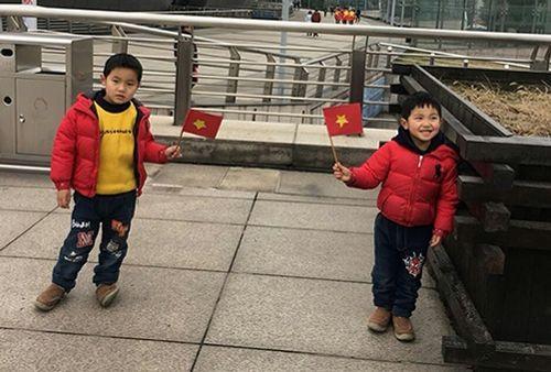 Người Việt tại Trung Quốc chia sẻ cảm xúc khi xem U23 Việt Nam từ khán đài - Ảnh 1