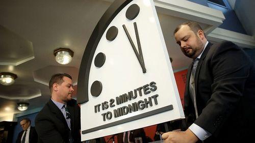 Đồng hồ Tận thế báo thời điểm diệt vong nhích thêm 30 giây, chỉ còn 2 phút - Ảnh 1