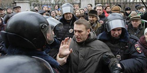 Cảnh sát Nga bắt lãnh đạo đối lập biểu tình bất hợp pháp - Ảnh 1
