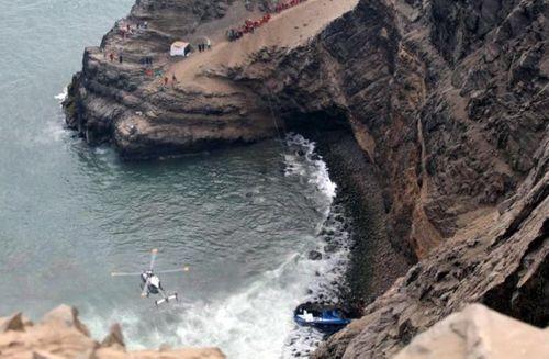 Peru: Xe buýt va chạm xe tải tại 'đường cong ma quỷ', 36 người thiệt mạng - Ảnh 3