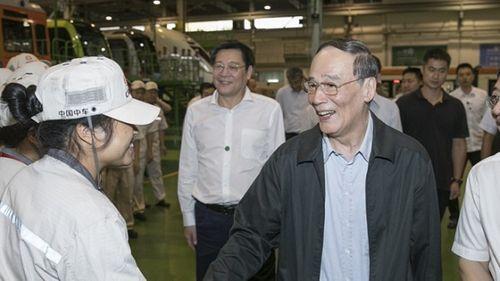 Cựu 'trùm đả hổ' Vương Kỳ Sơn trúng cử quốc hội Trung Quốc - Ảnh 1