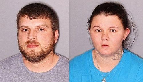 Cảnh sát bắt bố mẹ để con gái 2 tuổi không quần áo ngoài trời -9 độ C - Ảnh 1