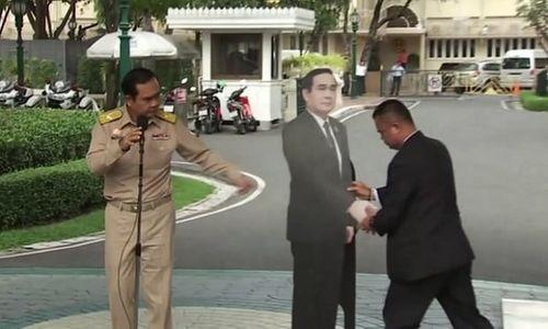"""Cách tránh câu hỏi """"nóng"""" từ phóng viên của Thủ tướng Thái Lan - Ảnh 1"""