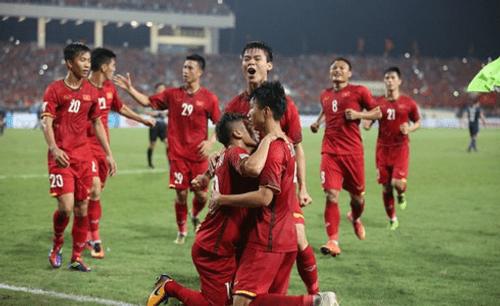 Bán kết AFF Cup 2018 Việt Nam 2 -1 Philippines: Công Phượng, Quang Hải lập công - Ảnh 1