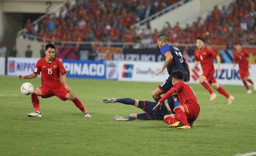 Bán kết AFF Cup 2018 Việt Nam 2 -1 Philippines: Công Phượng, Quang Hải lập công - Ảnh 7