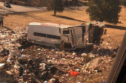 Đoàn tàu chở 100 nghị sĩ đảng Cộng hoà đâm vào xe tải - Ảnh 2