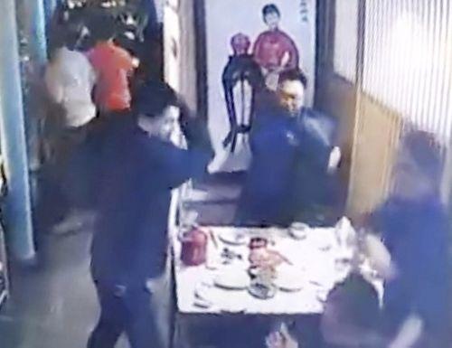 Bắc Kinh: Tấn công bằng dao tại trung tâm mua sắm, 13 người thương vong - Ảnh 1