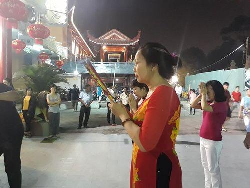 Sau thời khắc giao thừa Tết Mậu Tuất, người dân cả nước đi lễ chùa đầu năm - Ảnh 8