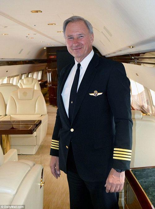 Phi công riêng của ông Trump có thể trở thành lãnh đạo cục hàng không Mỹ - Ảnh 1