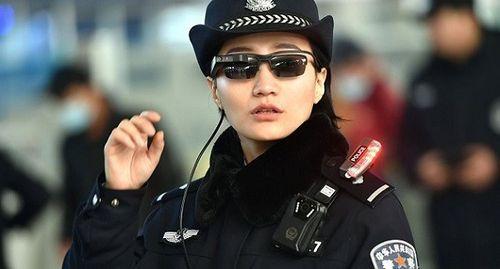 Cảnh sát Trung Quốc dùng kính công nghệ cao bắt tội phạm - Ảnh 1