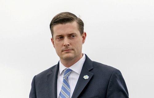 Thư ký Nhà Trắng từ chức sau cáo buộc hành hung vợ cũ - Ảnh 1