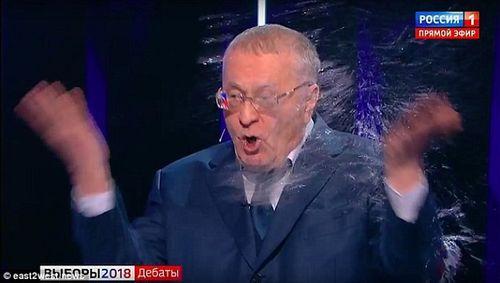 Bầu cử Tổng thống Nga: Ứng cử viên tạt nước, cãi nhau trên truyền hình trực tiếp - Ảnh 2
