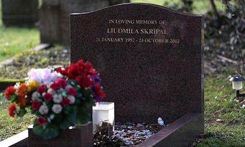 Cựu đại tá tình báo Nga có khả năng bị đầu độc bằng bó hoa đặt trước mộ vợ - Ảnh 1