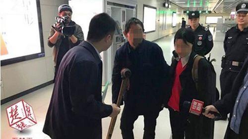 Ăn xin trên tàu điện ngầm Trung Quốc kiếm hơn 1,3 triệu mỗi ngày - Ảnh 1