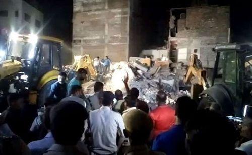 Sập khách sạn Ấn Độ, ít nhất 10 người thiệt mạng - Ảnh 1