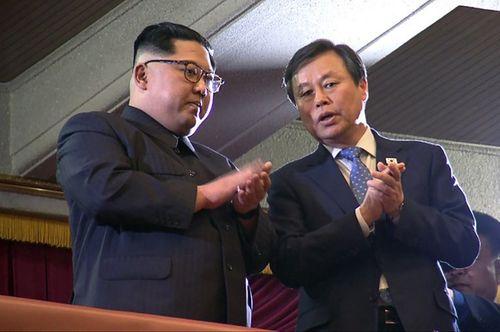 Ông Kim Jong-un xúc động khi xem dàn nghệ sĩ Hàn Quốc biểu diễn - Ảnh 1