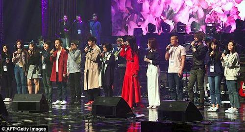 Ông Kim Jong-un xúc động khi xem dàn nghệ sĩ Hàn Quốc biểu diễn - Ảnh 5
