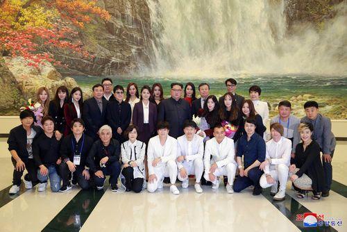 Ông Kim Jong-un xúc động khi xem dàn nghệ sĩ Hàn Quốc biểu diễn - Ảnh 3