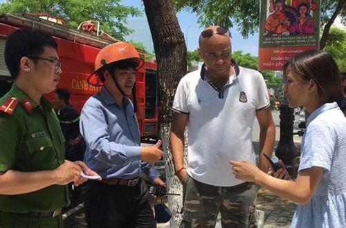Du khách nước ngoài cứu 2 trẻ em mặc kẹt trong ngôi nhà hỏa hoạn - Ảnh 1