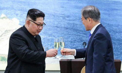 Tiết lộ món quà Tổng thống Hàn Quốc tặng lãnh đạo Triều Tiên - Ảnh 1