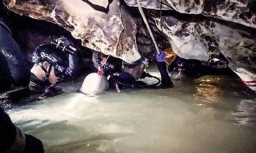 Giải cứu lần 3 đội bóng thiếu niên Thái Lan:  Cậu bé thứ 9 dự kiến rời hang lúc 16h30 - Ảnh 9