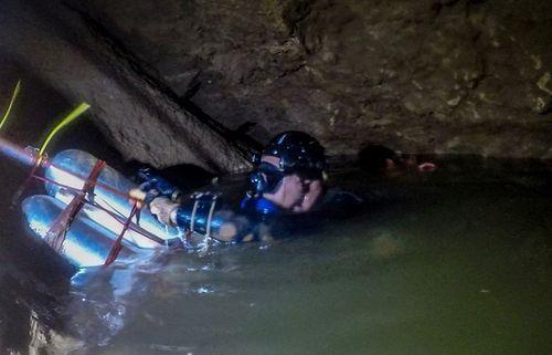 Giải cứu lần 3 đội bóng thiếu niên Thái Lan:  Cậu bé thứ 9 dự kiến rời hang lúc 16h30 - Ảnh 4