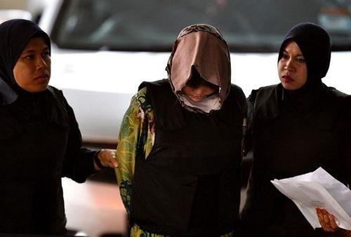 Sáng nay (16/8), Đoàn Thị Hương mặc áo chống đạn đến phiên tuyên án - Ảnh 4