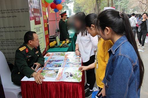 Sau vụ gian lận điểm thi tại Hòa Bình, nhiều thủ khoa trường quân đội từ chối nhập học - Ảnh 1