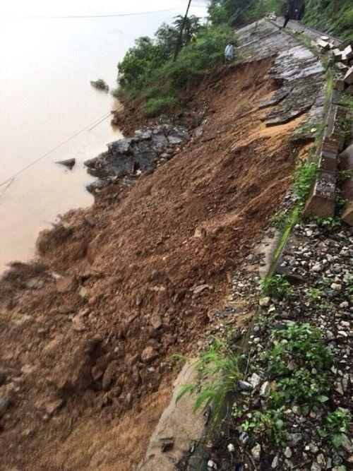 Đường sắt Bắc – Nam bị phong tỏa vì mưa lớn tại Quảng Bình - Ảnh 1
