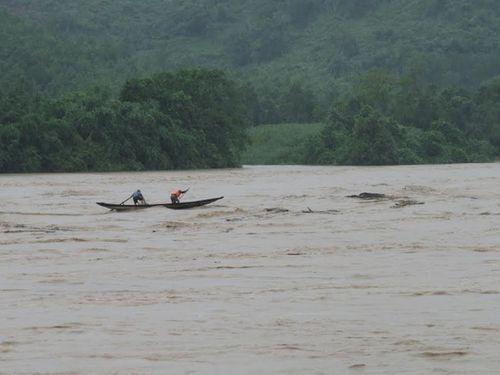 Đường sắt Bắc – Nam bị phong tỏa vì mưa lớn tại Quảng Bình - Ảnh 2
