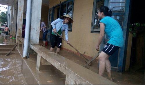 Hơn 100.000 học sinh Hà Tĩnh, Quảng Bình vẫn chưa thể đến trường - Ảnh 2