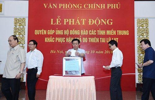 Thủ tướng và các Phó Thủ tướng ủng hộ đồng bào miền Trung - Ảnh 3