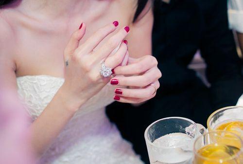 """Người đẹp yêu đại gia Việt, ai có trang sức kim cương """"khủng"""" hơn? - Ảnh 11"""