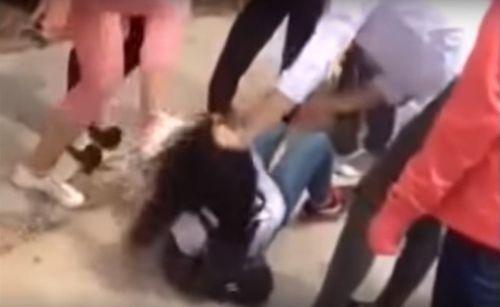 Công an Thái Bình triệu tập nhóm nữ sinh đánh đập người dã man - Ảnh 1