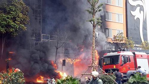Toàn cảnh vụ hỏa hoạn thiêu rụi quán karaoke trên đường Trần Thái Tông - Ảnh 1