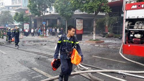 Toàn cảnh vụ hỏa hoạn thiêu rụi quán karaoke trên đường Trần Thái Tông - Ảnh 3