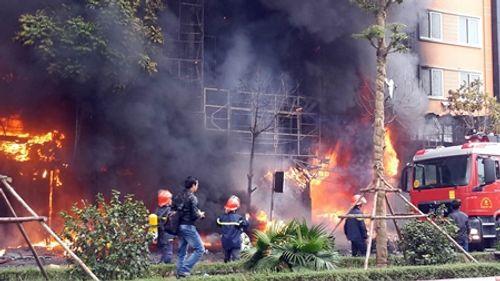 Toàn cảnh vụ hỏa hoạn thiêu rụi quán karaoke trên đường Trần Thái Tông - Ảnh 2