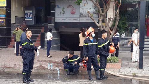 Chùm ảnh: 9 giờ lăn xả của lính cứu hỏa trong vụ cháy ở 68 Trần Thái Tông - Ảnh 6