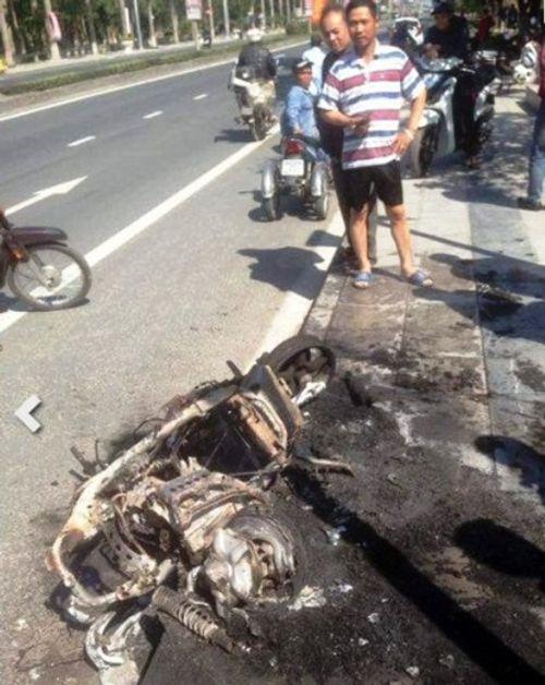 Thanh niên châm lửa đốt xe vì bị xử phạt vi phạm giao thông - Ảnh 2