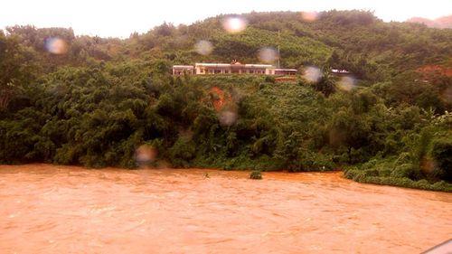 Gần 1.500 học sinh Quảng Nam chưa được đến trường do mưa lũ - Ảnh 2