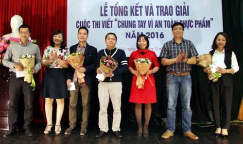 """Báo Hà nội mới trao giải cuộc thi viết """"Chung tay vì an toàn thực phẩm"""" - Ảnh 1"""