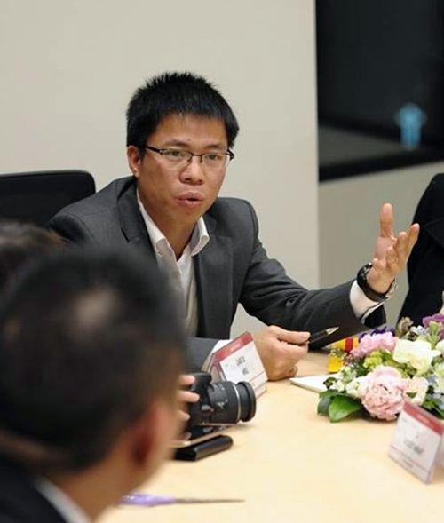 Bộ GD-ĐT chỉ đạo làm rõ vụ giáo sư nhảy lên bàn chửi tục học viên - Ảnh 2