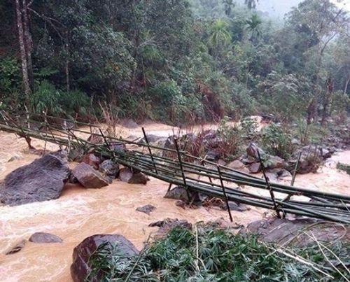 Quảng Ngãi: Hàng nghìn m3 đất đá vùi lấp nhà dân - Ảnh 2